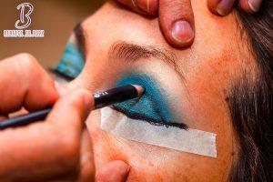 طريقة رسم الايلاينر eyeliner للمبتدئين
