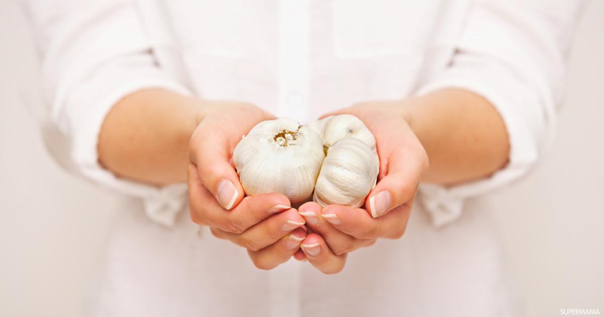 فوائد بلع الثوم للبشرة الدهنية وحب الشباب